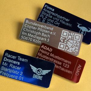Logo-, Label- und QR-Code-Plaketten zur Kennzeichnung von Drohnen