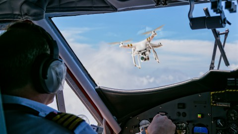 Wie gefährlich sind Drohnen für den Flugverkehr?