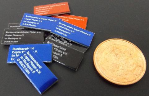 Miniplakette picco – Drohnen-Kennzeichnung auf kleinstem Raum