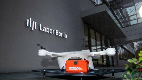 Labor Berlin probt den Ernstfall – Wenn Laborproben mit Drohnen fliegen lernen